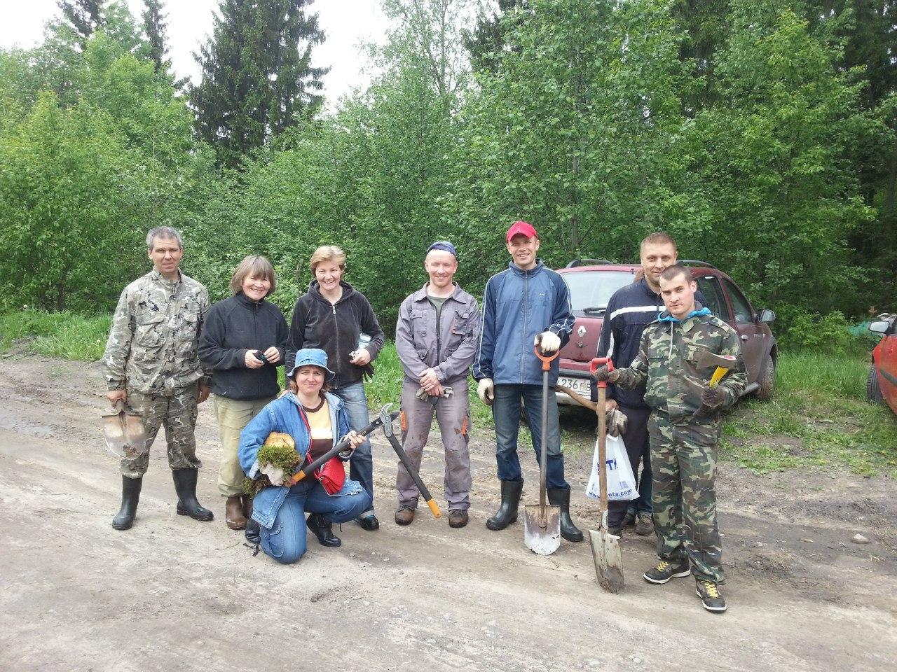 Добровольцы, после очередных работ по очистке спортивной трассы Гарболово