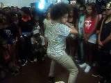Dançarinos de Krump e fãs de Les Twins dançando na Feira Preta part 2. 2013.
