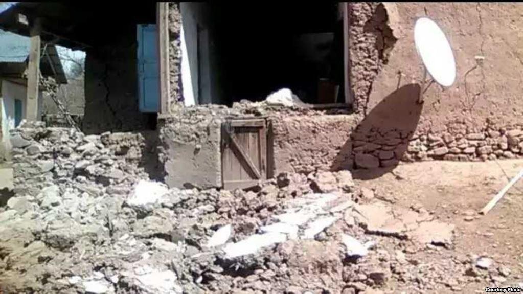 Свыше 80 домов разрушено в результате землетрясения в Бальджуване. ФОТО