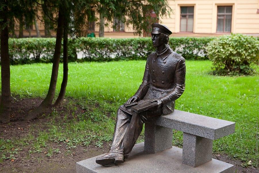 политех памятник студенту