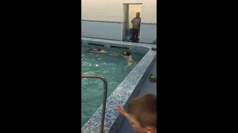 Павлуша пловец