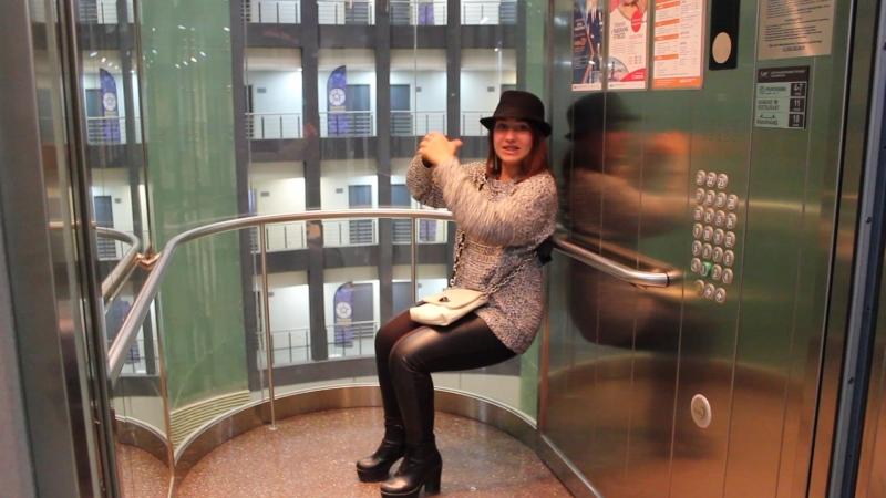 Тренировка в лифте. Упражнение Стульчик