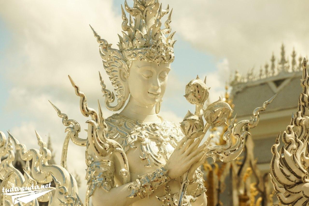 Статуи в Белом храме