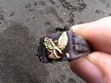 Поиск монет на нудистком пляже