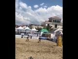 Итальянцы показали мастер класс в пляжке!