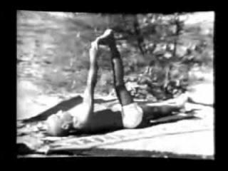 Кришнамачарья и Б.К.С. Айенгар в 1938 под пение Йога-Сутр,  Часть 5 из 6