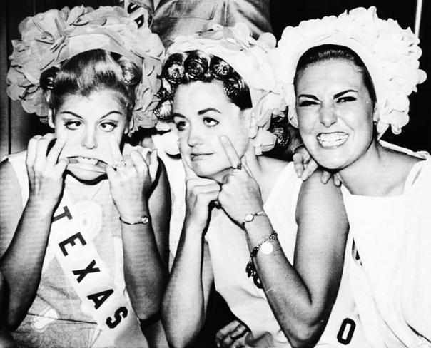 Комичное фото участниц конкурса Мисс США: мисс Техас, мисс Огайо и мисс Нью-Мексико