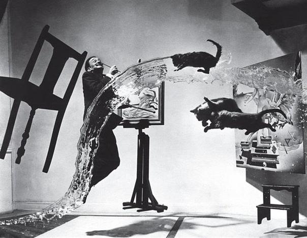 На 26-ой попытке Филиппу Халсману удалось заснять этот знаменитый кадр с Сальвадором Дали 1948 год