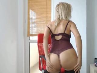 Блондинка перед вебкой #попка #сиськи #стриптиз #красиваядевушка #секс #подборка #телка #жопа #классная #грудь #ass #boobs
