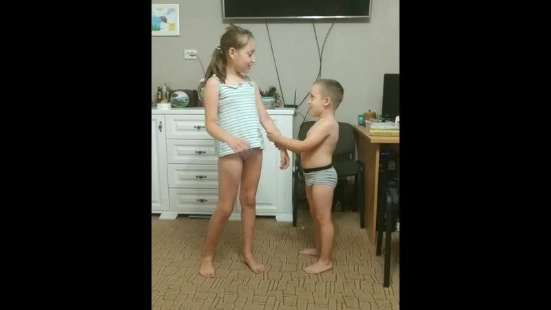 Малые сделали пародию на меня😁 засранцы:-)
