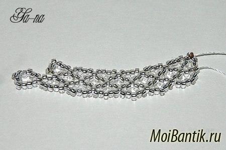http://moibantik.ru/izdeliya-iz-bisera/269-master-klass-po-pleteniyu-vorotnichka-iz-bisera.html.