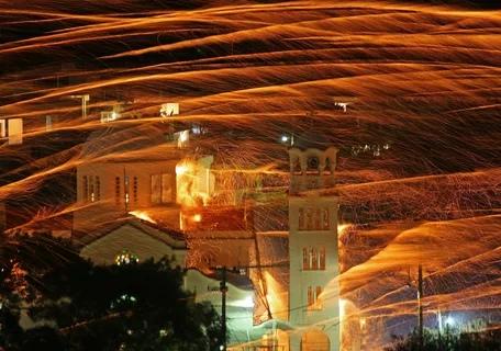 Каждый год на Пасху в греческом городке Вронтадос на острове Хиос случается ракетная война