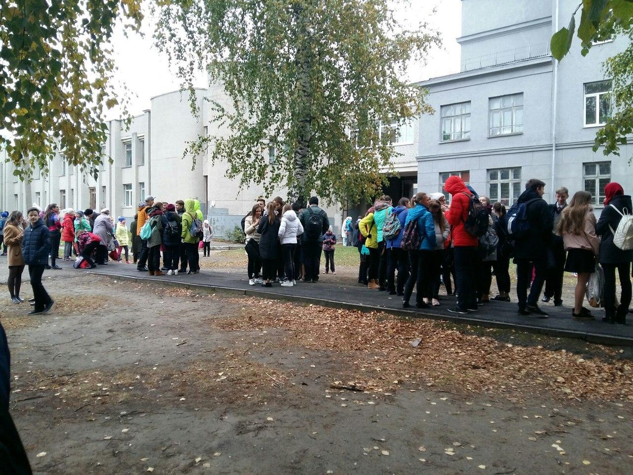 Казанские школы илицеи снова эвакуируют из-за сообщений обомбах