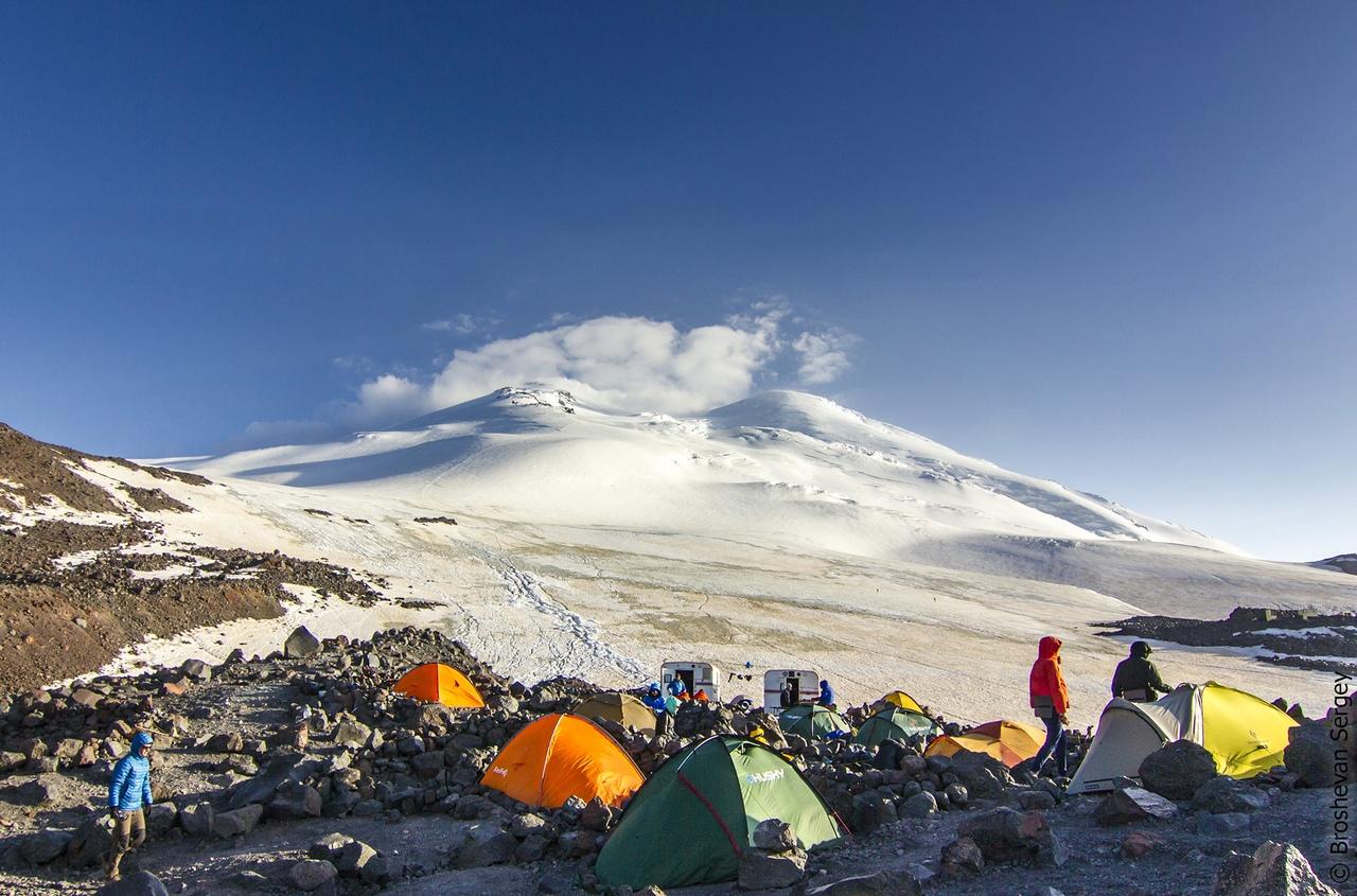 вид на эльбрус со штурмового лагеря 3800 м