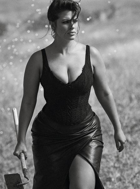 Эшли Грэм Vogue Франция, Ноябрь 2018