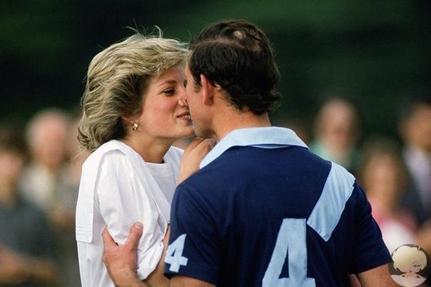 Вне протокола: самые романтичные поцелуи британских монархов