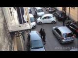 Automobilista imbranato paralizza la viabilità a Cardito Napoli - Fiat 500 Epic parking FAIL