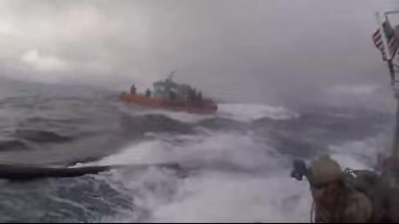 Задержание береговой охраной подводной лодки контрабандистов перевозящей наркотики