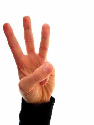 Три вещи никогда не возвращаются обратно:  ВРЕМЯ, СЛОВО, ВОЗМОЖНОСТЬ.  Три вещи не следует терять:  СПОКОЙСТВИЕ, НАДЕЖДУ, ЧЕСТЬ.  Три вещи в жизни наиболее ценны:  ЛЮБОВЬ, СЕМЬЯ, ДРУЖБА.   Три вещи в жизни ненадежны:  ВЛАСТЬ, УДАЧА, СОСТОЯНИЕ.   Три вещи определяют человека:  ТРУД, ЧЕСТНОСТЬ, ДОСТИЖЕНИЯ.   Три вещи разрушают человека:  АЛКОГОЛЬ, ГОРДЫНЯ, ЗЛОСТЬ.   Три вещи труднее всего сказать:  Я ЛЮБЛЮ ТЕБЯ, ПРОСТИ, ПОМОГИ МНЕ.