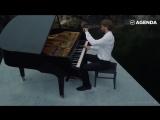Пианист из Петербурга сыграл на рояле посреди Мраморного каньона в Карелии. И это невероятно