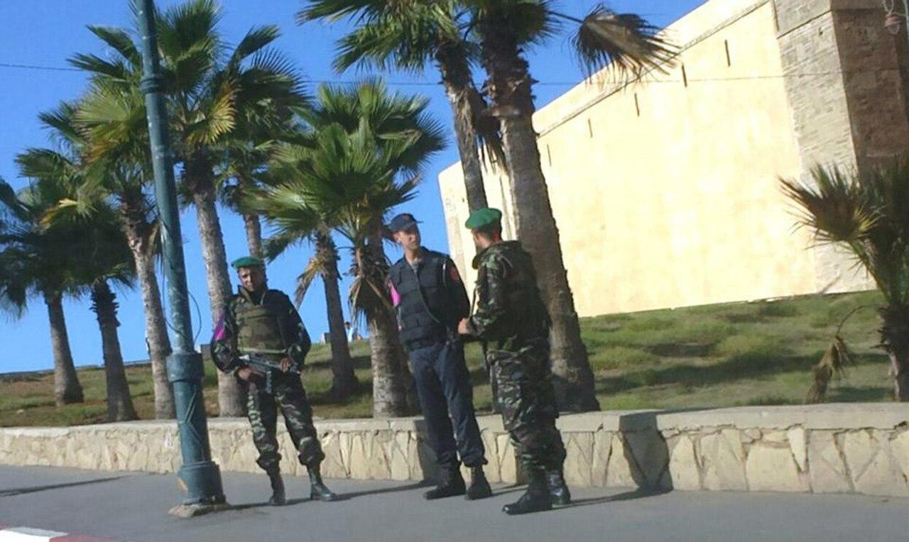 Photos de nos soldats et des Bases Marocaines - Page 2 F4MOzAbozKk
