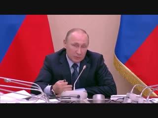 Герман Греф и президент России В.В. Путин, говорят о криптовалюте