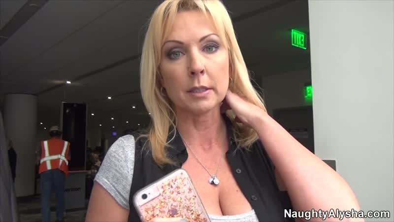 Трахнул зрелую шлюшку Incest, MILF, Blonde, POV, New Porn 2019, инцест