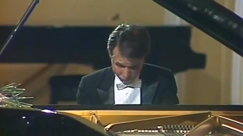 Mikhail Pletnev plays Rachmaninoff - Etude-Tableau op.33 No.8 in G minor (Moscow, 1987)