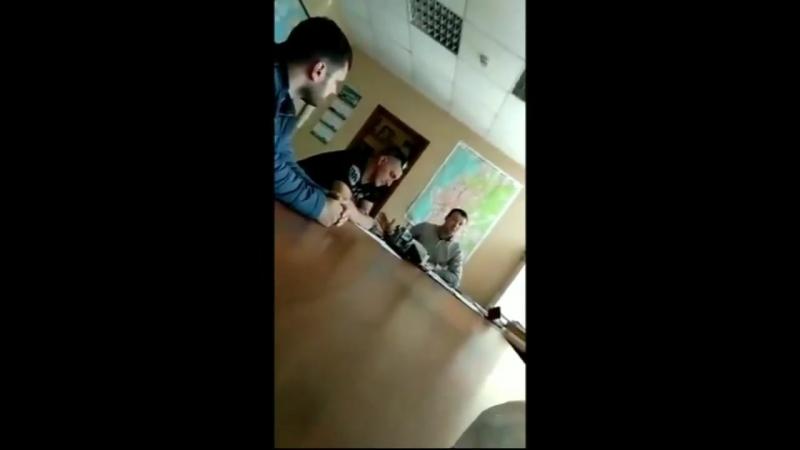 Появилось видео о том, как депутат Думы Владивостока Денис Русинов проводит инструктаж по