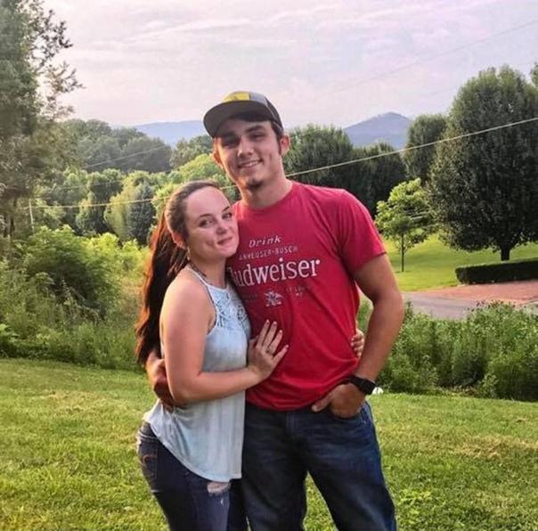 17-летняя Кайла из штата Южная Каролина год встречалась с 21-летним Сетом, но рассталась с ним, поскольку ухажер относился к ней, как с своей собственности. Парень попросил Кайлу встретиться с ним и попытался уговорить ее начать все сначала. Когда девушка