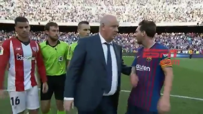 Furieux Messi s'en prend à l'arbitre à la fin du match Barcelone Athletic Bilbao