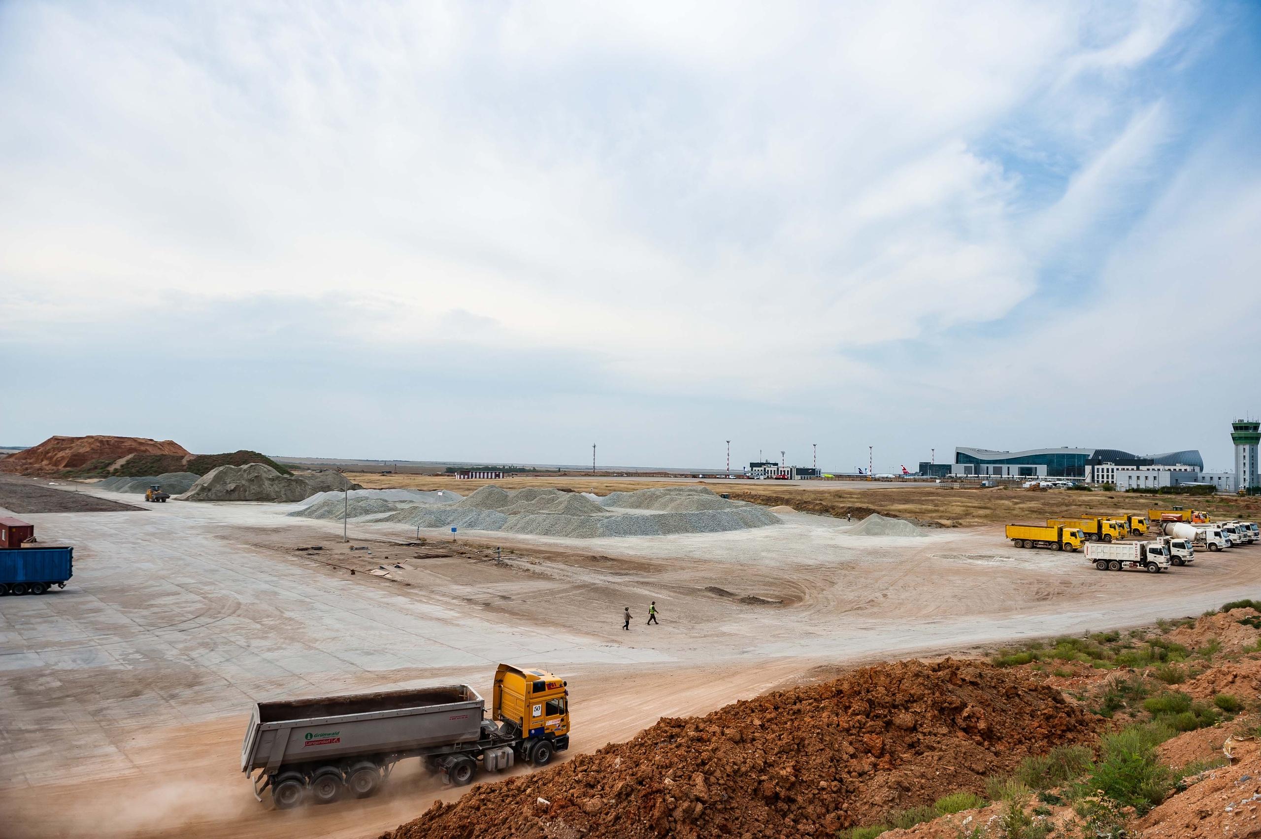 В аэропорту Симферополь приступили к масштабной реконструкции взлетно-посадочной полосы