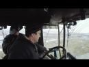 Загримированный босс осваивает работу тракториста