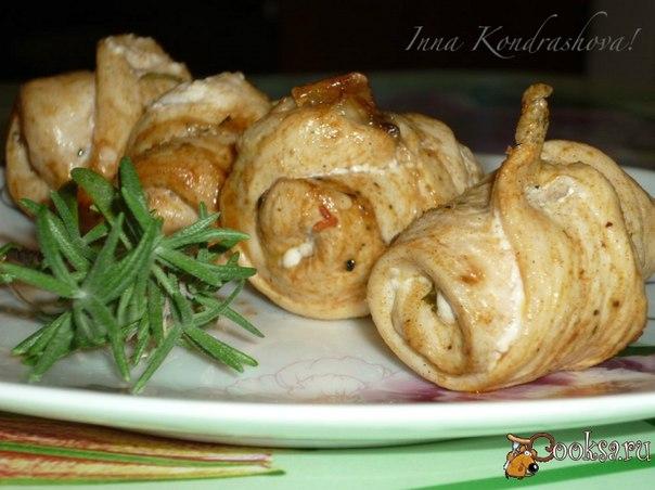 Куриные рулетики на шампурах По этому рецепту рулеты получаются очень вкусные,нежные и ароматные.