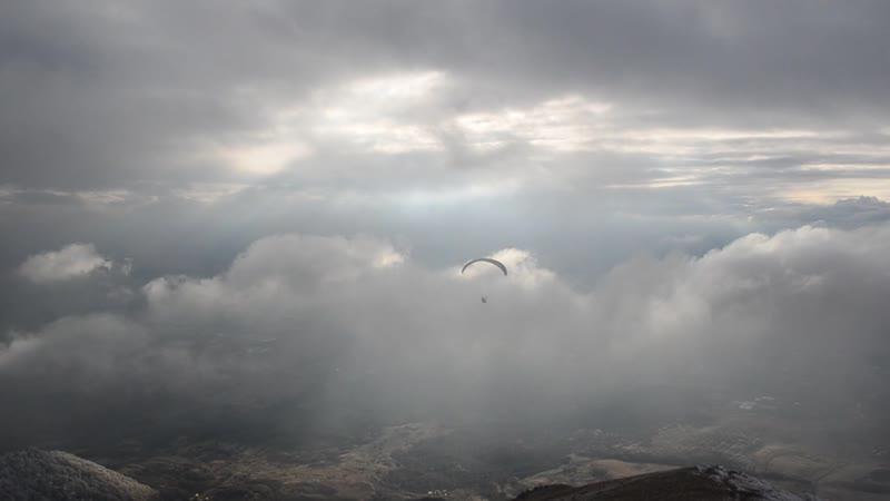 Полёт Парапланериста. С горы Бештау в последний день Февраля.2019 год.