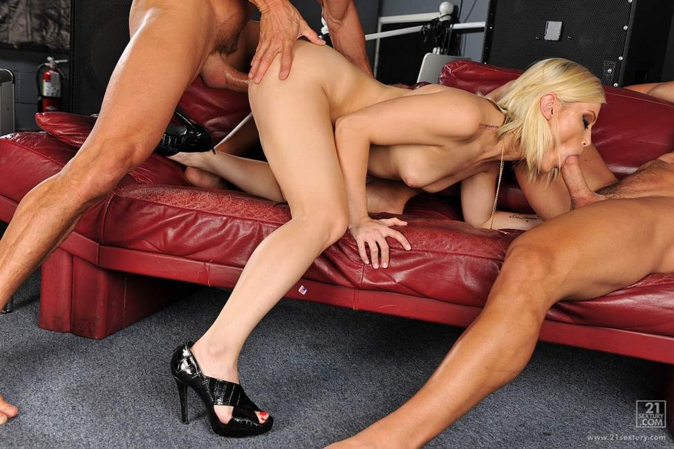 Ash Hollywood Threesome In The Bar - Part 2 ClubSandy
