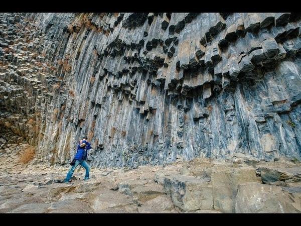 Базальтовые столбы ущелья Гарни в Армении.