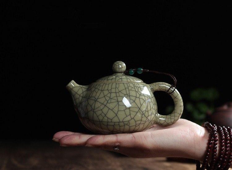 Фарфоровый чайник -