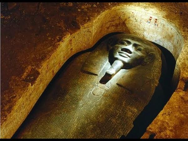 Исследователи открыли древнюю гробницу и в уж асе отпрянули.Что то странное вырвалось на свободу