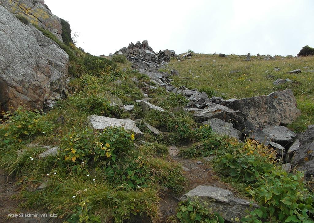 Дорога на Фурмановку по скалам