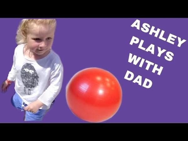 ASHLEY PLAYS WITH DAD تلعب آشلي مع أبيها