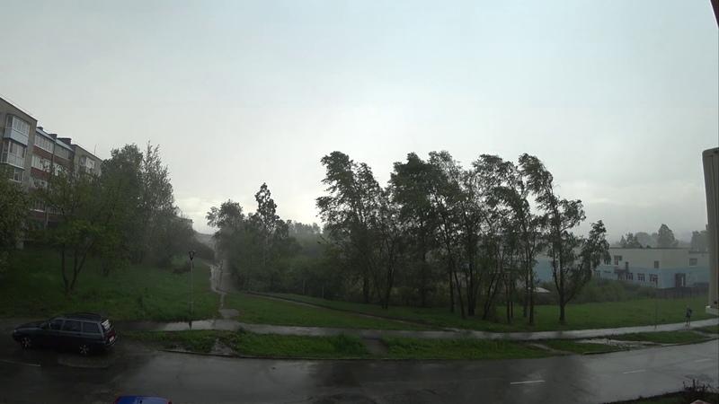 Вот это дождь, льет как из ведра. Прямо ураган. Город Лесной