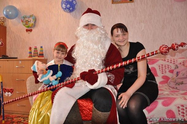 b24d3abd2c4d И каждый раз в эфире сообщалось, к кому сегодня Дед Мороз идет в гости,  конечно же, с подарками! Тук-тук!