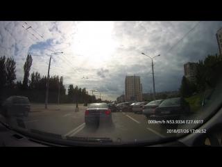Авария при выезде с парковки.