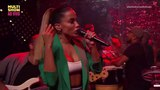 Anitta e Harmonia do Samba cantam Tic Nervoso AO VIVO no programa Anitta Entrou no Grupo