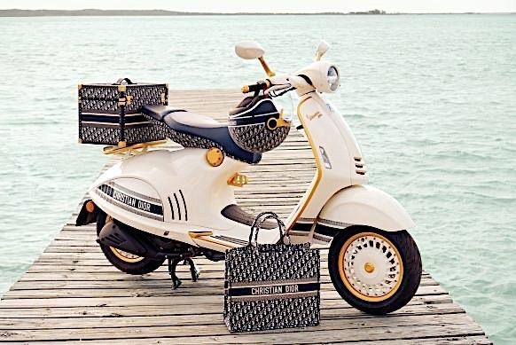 Скутер Vespa 946, спроектированный совместно с Christian Dior