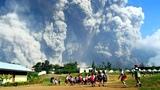 Soputan volcano eruption in Indonesia (Oct 3, 2018)