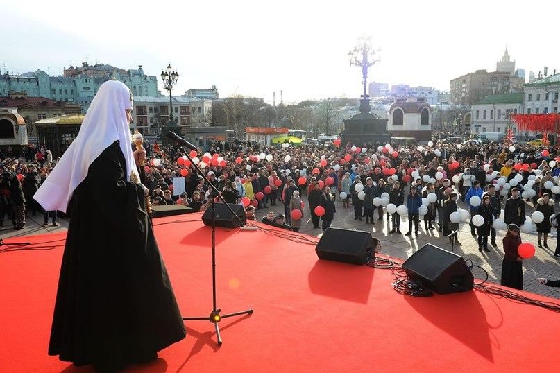 Православная молодежь поздравила Предстоятеля Русской Православной Церкви с Пасхой