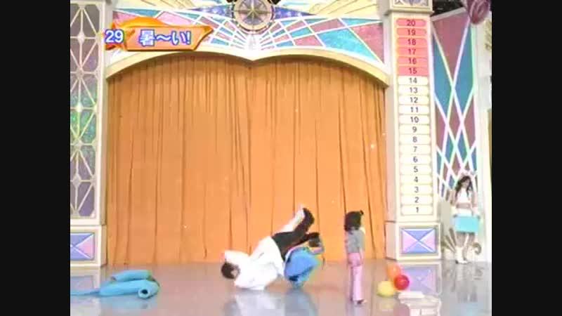 Раздевание (мега-прикол на японском шоу)
