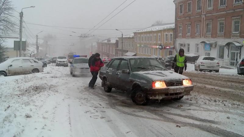 На дорогах Кирова. Зима в апреле 2018 г.